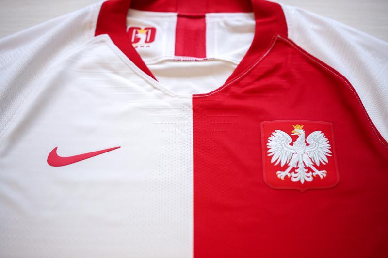 29f32bf945b779 Koszulki będą dostępne w sprzedaży od 11 czerwca w limitowanym nakładzie 1919  sztuk. Za dystrybucję odpowiada firma Nike, oficjalny sponsor reprezentacji  ...
